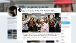 """David Perlman porteun toast pour célébrer les 150 ans du """"San Fransisco Chronicle"""", le 16 janvier 2015. (DAVID R. BAKER / TWITTER)"""