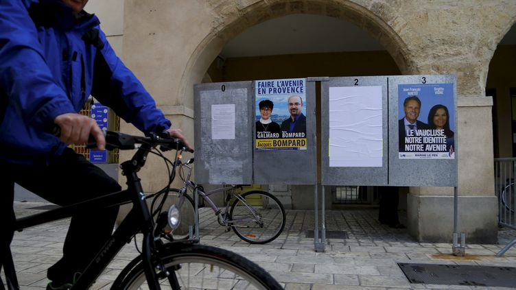 Le panneau électoral devant la mairie d'Orange (Vaucluse) avant le second tour des élections départementales, le 30 mars 2015. (MAXPPP)