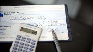 Photo d'illustration d'un chèque, le 10 janvier 2013. (MAXPPP)