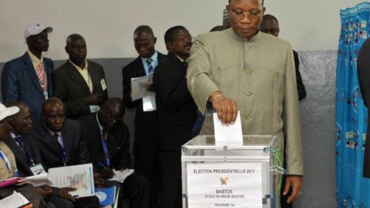 Les votants, le 9 septembre 2011 à Yaoundé. (SEYLLOU / AFP)