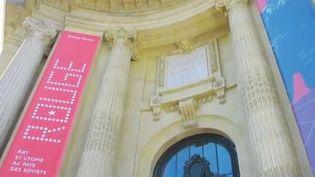 """Le Grand palais à Paris accueille une exposition étonnante : """"Rouge"""", ou l'art au service de la propagande officielle. Comme beaucoup d'autres pays, l'URSS a utilisé ses artistes pour faire passer son message politique. (CAPTURE D'ÉCRAN FRANCE 3)"""