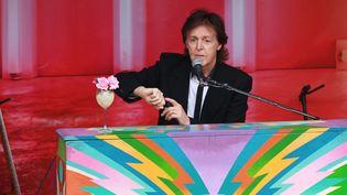 Paul McCartney vendredi 18 octobre, lors de son concert surprise à Londres.  (DSDD/JRAB/ZOB/ZDF/WENN.COM/SIPA)