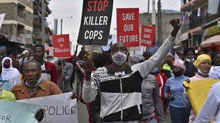 Manifestation contre les violences policières à Nairobi, le 8 juin 2020. (TONY KARUMBA / AFP)