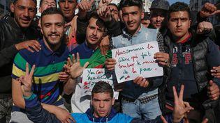 """Des jeunes manifestants contre le """"cinquième mandat"""" d'Abdelaziz Bouteflika à Alger le 3 mars 2019  (SIPA)"""