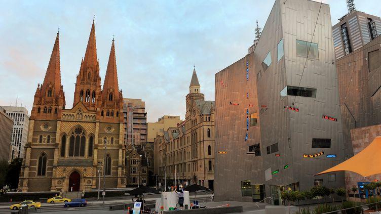 Les suspects projetaient de frapper dansdes lieux emblématiques de Melbourne comme ici la cathédrale Saint-Paul. (WILLIAM WEST / AFP)