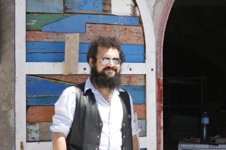 Giacomo Sferlazzo, du collectif Askavusa, le 22 avril 2015, à Lampedusa. (GAEL COGNE / FRANCETV INFO)
