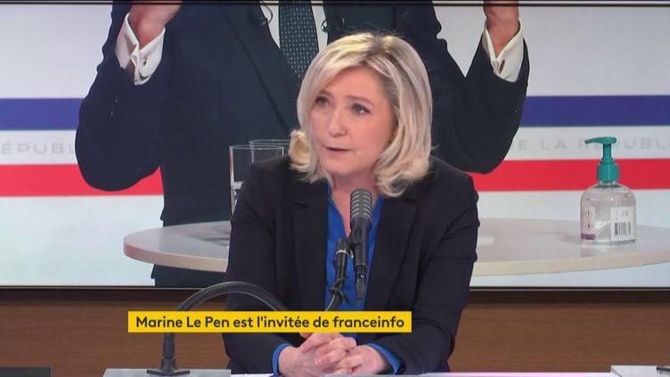 """Marine Le Pen, présidente du Rassemblement national, était l'invitée du """"8h30 franceinfo"""" le mercredi 27 janvier. (FRANCEINFO / RADIOFRANCE)"""