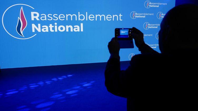 Moins d'un Français sur deux pense l'accession du Rassemblement national au pouvoir possible, selonle baromètre annuel Kantar Sofres-One Point pour franceinfo etLe Monde (illustration). (JEAN-PHILIPPE KSIAZEK / AFP)