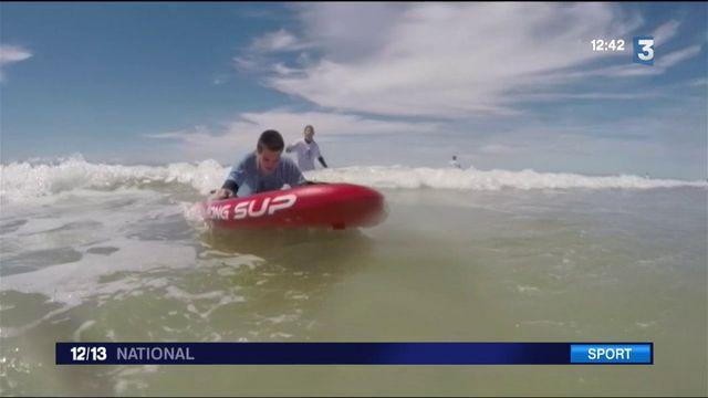 Gironde : une association fait surfer de jeunes non-voyants