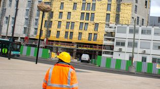 Le contrat de chantier qui peut permettre de licencier à la fin d'une mission, est utilisé dans le bâtiment. (  MAXPPP)
