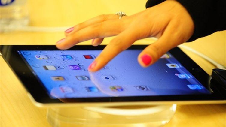 L'Ipad 2, essayé dans un Apple Store de la 5e Avenue à New York (11 mars 2011) (AFP/EMMANUEL DUNAND)