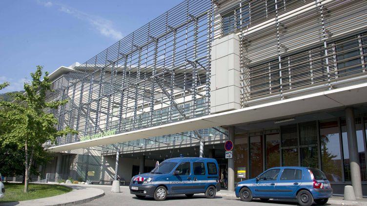 Le cycliste qui a découvert la scène du crime à Chevaline (Haute-Savoie) dit avoir découvert la petite Zainab chancelante, couverte de sang. Elle est depuis soignée dans un état grave dans cet hôpital de Grenoble (Isère). (JONATHAN BUCKMASTER / EXPRESS SYNDICATION / MAXPPP)