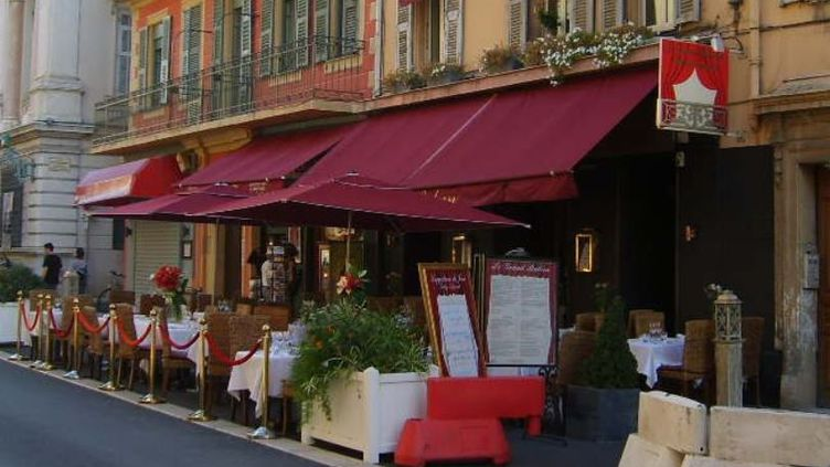 Le restaurant Le Grand balcon, à Nice, accusée d'avoir refusé l'hospitalité à des rescapés lors de l'attentat du 14 juillet 2016. (GOOGLE STREET VIEW / FRANCETV INFO)