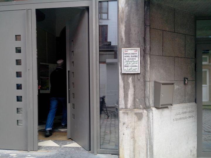 L'entrée de la mosquée Assahaba de Verviers (Belgique). (MATHIEU DEHLINGER / FRANCETV INFO)