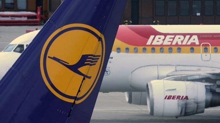 Le logo de la compagnie allemande Lufthansa (© AFP - John MacDougall)