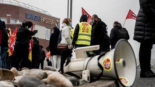 Manifestation contre les suppressions d'emplois dans la recherche et développement chez Sanofi à Marcy-L'étoile (Rhône) le 19 janvier 2021 (JEFF PACHOUD / AFP)