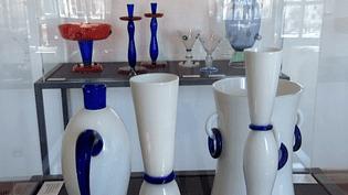 Verrerie, mobilier, luminaires, objets et arts de la table, Olivier Gagnère crée depuis trente ans pour les plus grandes maisons d'édition.  (France 3 Culturebox)