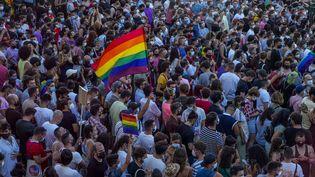 Des Espagnols manifestent après la mort de Samuel, un crime homophobe selon ses proches, le 5 juillet 2021 à Madrid (Espagne). (BERNAT ARMANGUE / AP / SIPA /)