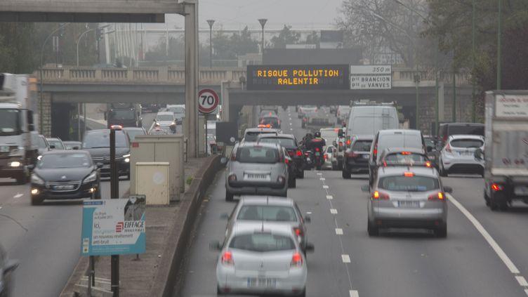 Un pic de pollution aux particules est prévu mercredi 20 janvier 2016 à Paris. (CAROLINE PAUX / CITIZENSIDE.COM / AFP)