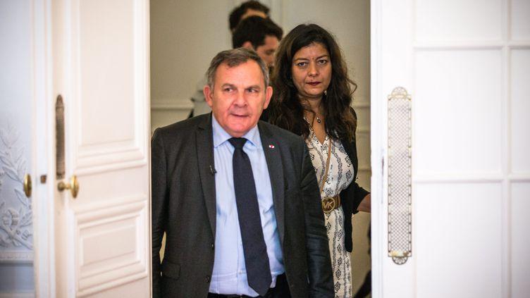 Sandra Muller et son avocat Me Francis Szpiner, lors d'une conférence de presse à Paris, le 25 septembre 2019. (AURELIEN MORISSARD / MAXPPP)