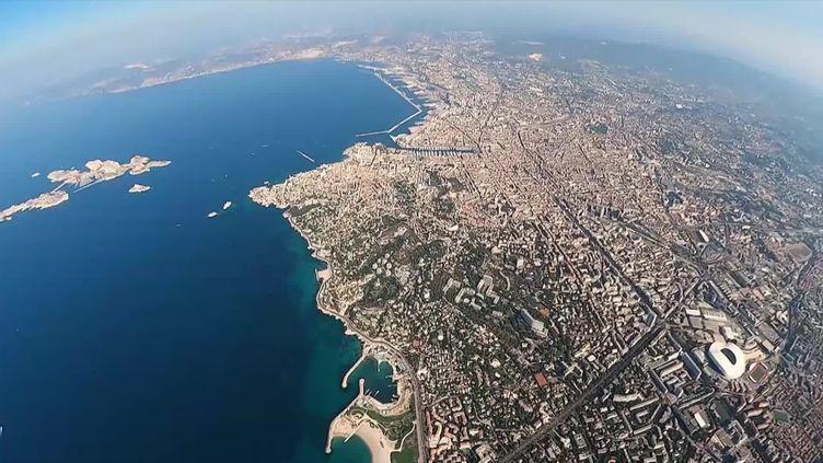 La vue de Marseille lorsqu'on porte le casque de réalité virtuelle dans le simulateur. (France 3 Marseille)