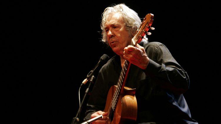 Paco Ibáñez en concert, ici en 2017.  (kiko delgado/EFE/Newscom/MaxPPP)
