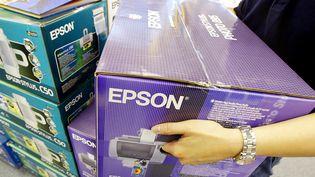 Des imprimantes et scanners Epson, à Singapour, en 2002. (ROSLAN RAHMAN / AFP)