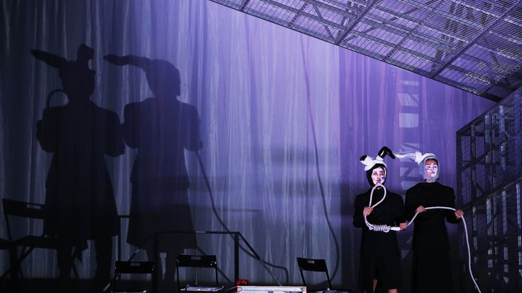 """Avignon 2019, séance de répétition de la pièce chinoise """"Teahouse"""" mise en scène par Meng Jinghui, le 8 juillet 2019 (GAO JING / XINHUA / MaxPPP)"""