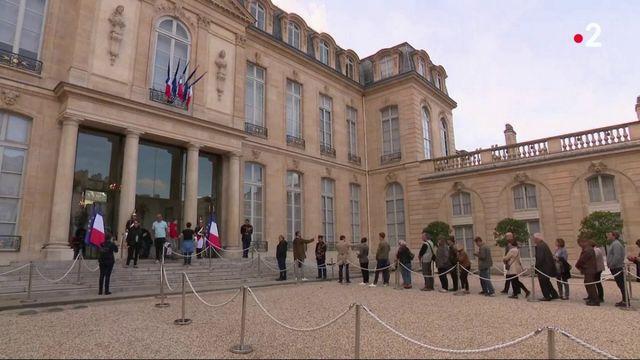 Mort de Jacques Chirac : une foule immense défile à l'Élysée pour un dernier au revoir