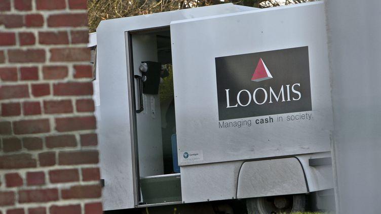 Le fourgon du convoyeur de fonds qui avait disparu appartient à la société Loomis (illustration). (SAMI BELLOUMI / MAXPPP)
