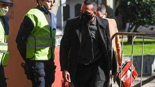 L'infirmier Ricardo Almiron avant de témoigner à San Isidro (Argentine), le 14 juin, pour l'enquêteconcernant le décès de Diego Maradona. (JUAN IGNACIO RONCORONI / EFE)