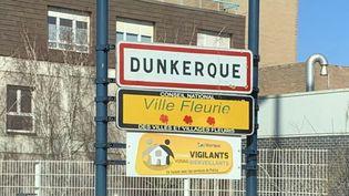 Panneau d'entrée de la ville de Dunkerque. (EMMANUEL BOUIN / RADIOFRANCE)