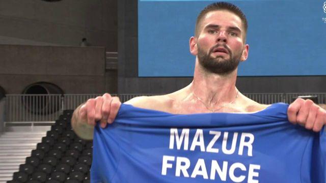 Lucas Mazur renverse Suhas Yathiraj après avoir perdu le 1er set ! Le Français s'impose 15-21, 21-17, 21-15 et devient le premier champion paralympique de la catégorie ! C'est la 53e médaille de la France sur ces Jeux.