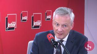 Le ministre de l'Economie, Bruno Le Maire, interrogé sur les conséquences de l'épidémie du coronavirus, sur France Inter, le 9 mars. (CAPTURE D'ECRAN FRANCEINFO)