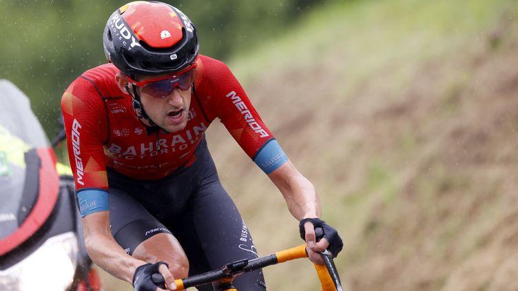 Wout Poels (Bahrain-Victorious) lors de la 8e étape du Tour de France 2021 entre Oyonnax et Le Grand-Bornand, samedi 3 juillet. (THOMAS SAMSON / AFP)