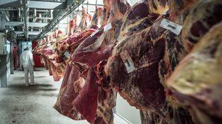 De la viande de mouton dans un abattoir de Zottegem (Belgique), le 24 septembre 2015. (JASPER JACOBS / BELGA MAG / AFP)