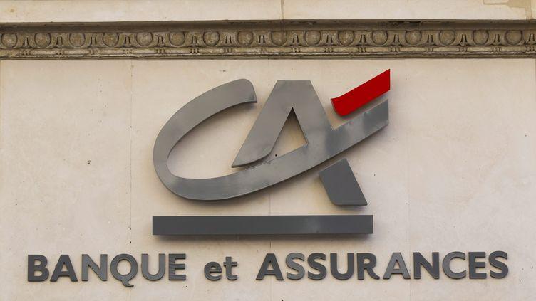 Une enseigne du Crédit agricole à Paris, le 14 septembre 2011. (IAN LANGSDON / EPA / MAXPPP)