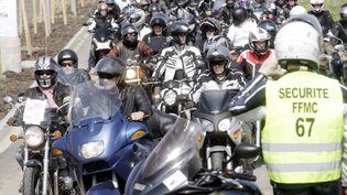 Une manifestation à l'appel de la Fédération Française des Motards en Colère FFMC contre le projet de limiter la vitesse de circulation de 90 à 80km/h arassemble un millier de deux roues à Bernolsheim (Bas-Rhin) , le 12 avril 2014. (MAXPPP)