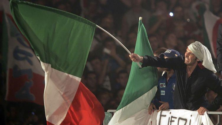 Gianluigi Buffon célèbre la victoire de l'Italie lors de la Coupe du monde 2006, le 10 juin à Rome (Italie). (DARRIN ZAMMIT LUPI / REUTERS)