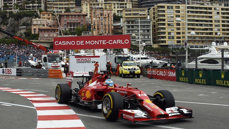 Fernando Alonso a réussi le meilleur temps de la deuxième séance d'essais sur le circuit de Monaco (ANNE-CHRISTINE POUJOULAT / AFP)