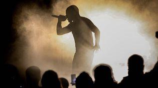 Kery James sur scène en mai 2015 à Villeneuve Saint Georges.  (Arnaud Journois / Photo PQR Le Parisien / MaxPPP)