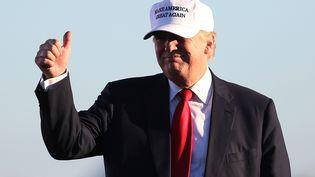 Le candidat républicain à la présidentielle américaine, Donald Trump, le 23 octobre 2016 à Naples (Etats-Unis). (JOE RAEDLE / GETTY IMAGES NORTH AMERICA / AFP)