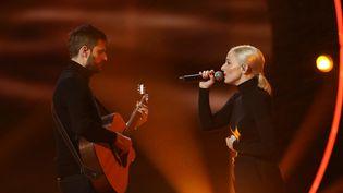 """Le duo Madame Monsieur lors de la finale de """"Destination Eurovision"""", le 27 janvier 2018 sur France 2. (GILLES SCARELLA / FRANCE TELEVISIONS)"""