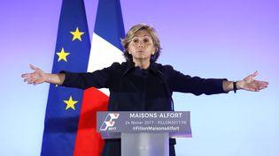 Valérie Pécresse, la présidente de la région Ile-de-France, lors d'un meeting de François Fillon le 24 février. (PATRICK KOVARIK / AFP)