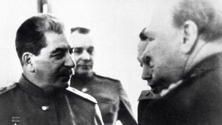 Rencontre entre Joseph Staline et Winston Churchill le 4 février 1945en Ukraine. (AFP - RIA NOVOSTI)
