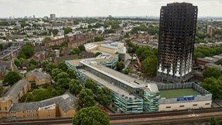 La tour Grenfell après l'incendie, à Londres le 22 juin 2017. (NIKLAS HALLE'N / AFP)
