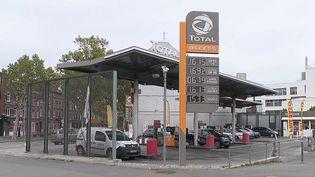 Le gouvernement français réfléchit à la création d'un chèque carburant. (CAPTURE ECRAN FRANCE 2)
