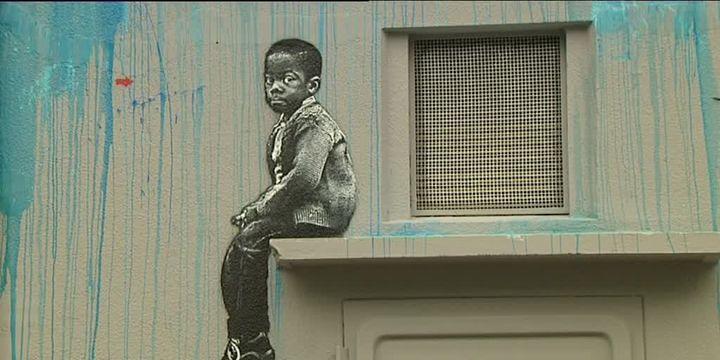 Portrait d'un enfant réalisé à Etaples par l'artiste de street art Jef Aérosol  (france3)