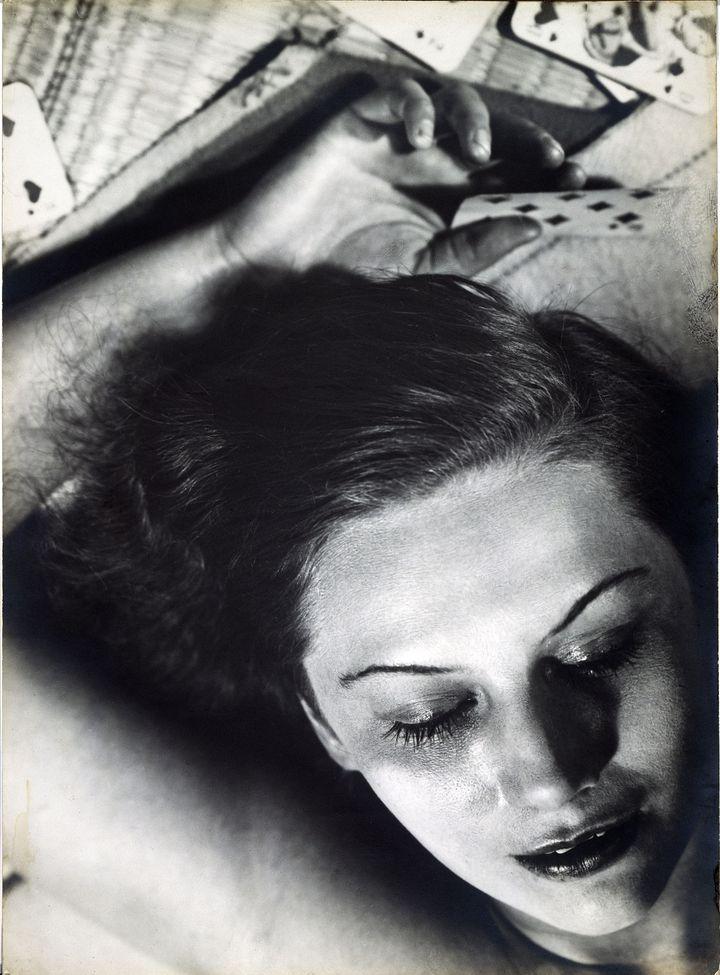 """Florence Henri, """"dones amb targetes"""", 1930, col·lecció especial, arxius de cortesia Florència Henri, Gènova (galleria)""""Femmes aux cartes"""", 1930, Collection particulière, courtesy Archives Florence Henri, """"dones amb targetes"""", 1930, col·lecció especial, arxius de cortesia Florència Henri, Gènova (galleria)Gênes (Galleria)"""