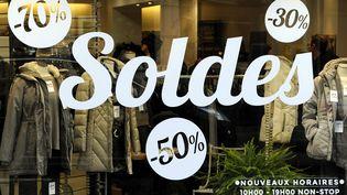 Une boutique à Nancy (Meurthe-et-Moselle), le 2 janvier 2014. En Lorraine,les soldes d'hiver ont débuté une semaine avant le reste de la France métropolitaine. (MAXPPP)